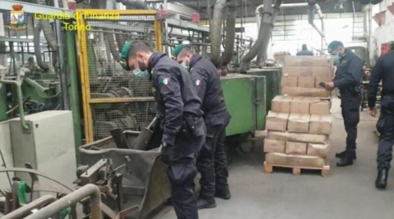 Torino. Frode in commercio da 5 milioni di euro: sequestrati 8 milioni di articoli
