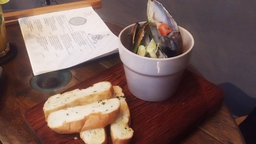 the_lab_a_bucket_of_mussels_marinare