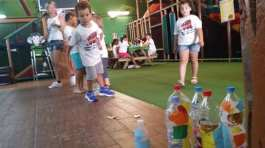 Bowling en el campamento de verano ingles