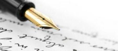 un stylo plume sur un écrit
