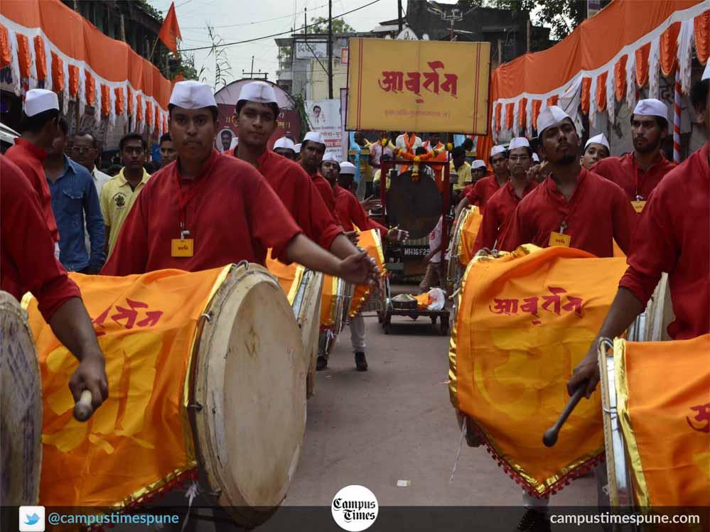 Awartan-dhol-tasha-pathak-playing-drums