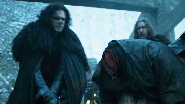 JonSnow-executing-Janos-Slynt-at-Castle_Black-death-sentence