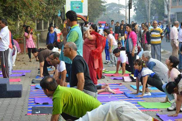 happy-streets-pune-aundh-yoga-exercises-for-old-and-young-punekars