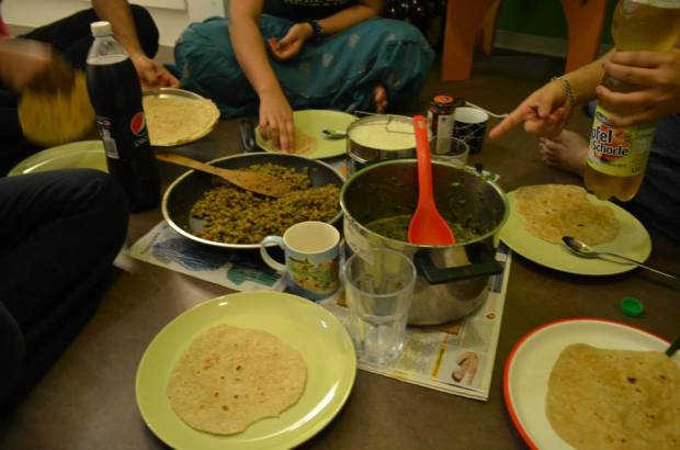 indian-students-studying-abroad-cooking-together