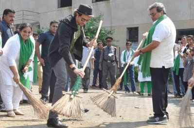 hrithik roshan swachh bharat abhiyaan india cleanliness drive narendra modi