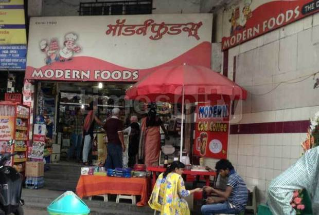 places-to-hangout-near-coep-modern-food