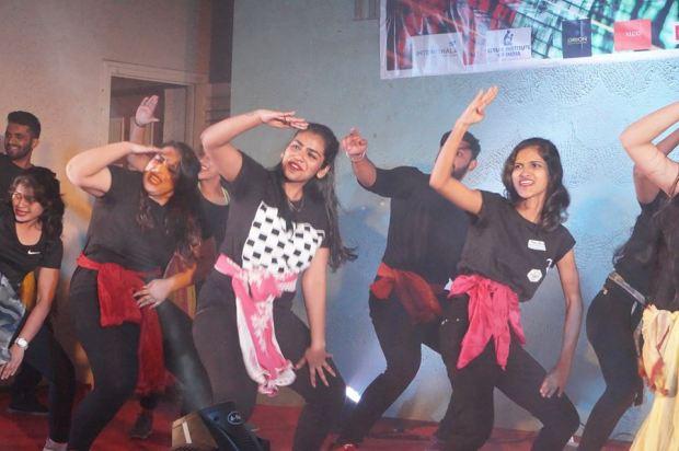 Legalease-2k17-group-dance