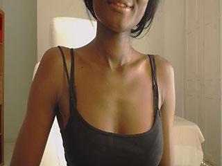 Submissive Ebony Camgirl Babe Douflore