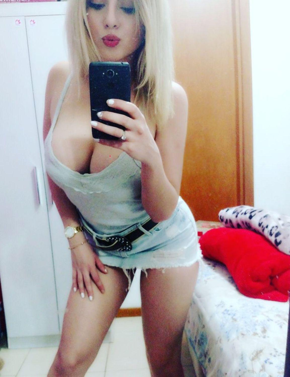 Camgirl Jessy Ledux de vestidinho