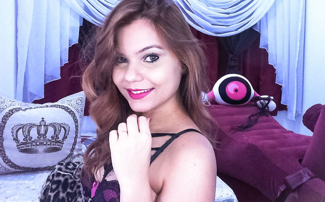 Camgirl Ellen Alvez sorriso