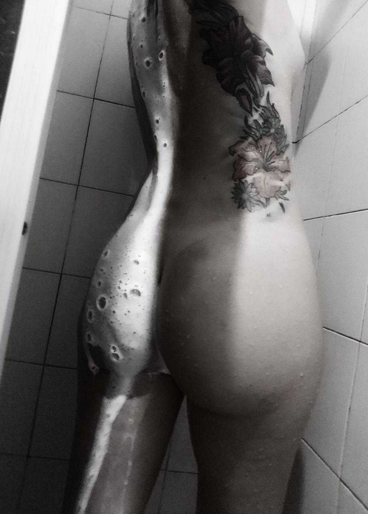 Camgirl GingerGirl no banho