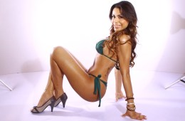 Travesti Bruna Rodrigues de biquini