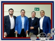 C.P. Efrén Hernández y miembros del comite Jovenes Industriales CANACINTRA