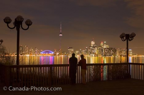 https://i0.wp.com/www.canada-photos.com/images/500/toronto-city-romantic-night-skyline_5954-5851.jpg