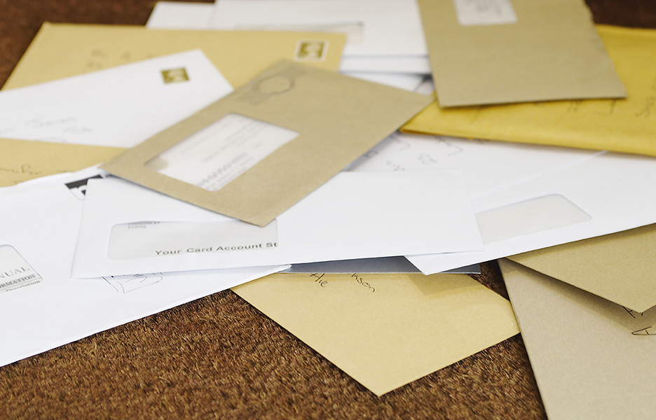 fastest way to mail a letter mail stack of envelopes and empty