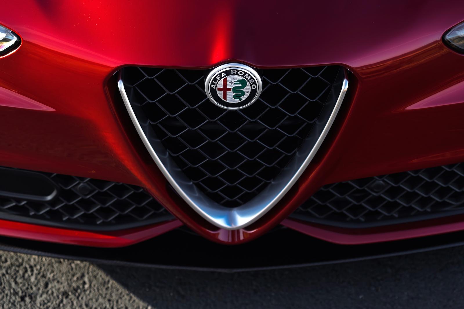 Iphone Built In Wallpapers Reveal 2017 Alfa Romeo Giulia Quadrifoglio Canadian