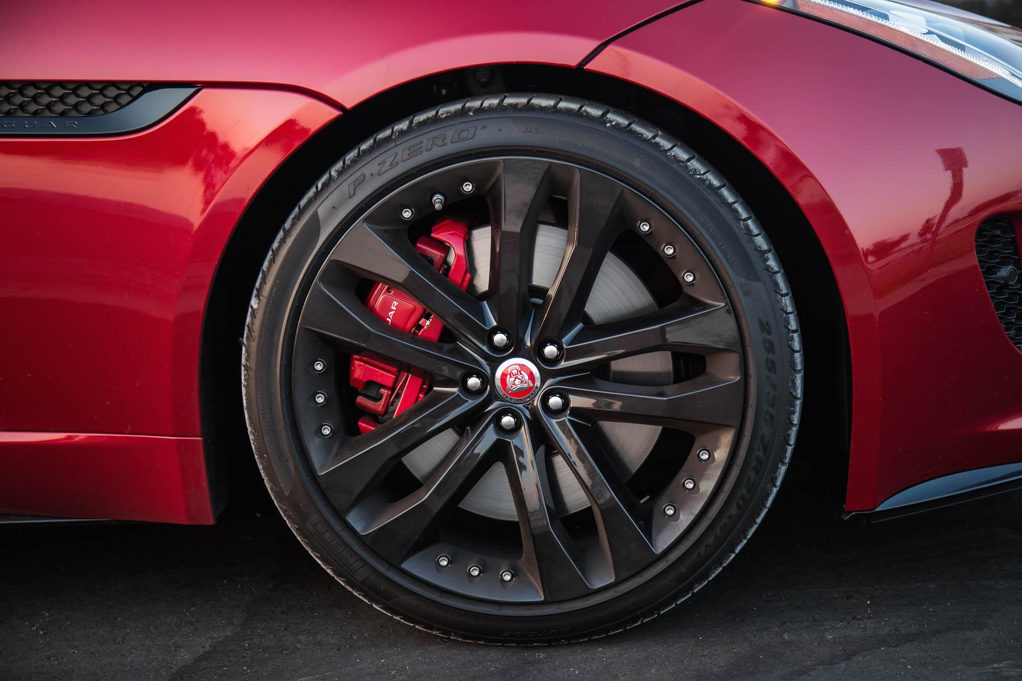 Änderungen in preis, konstruktion, ausstattung und lieferbedingungen sind vorbehalten. Exhaust Notes: 2017 Jaguar F-Type S Manual | Canadian Auto