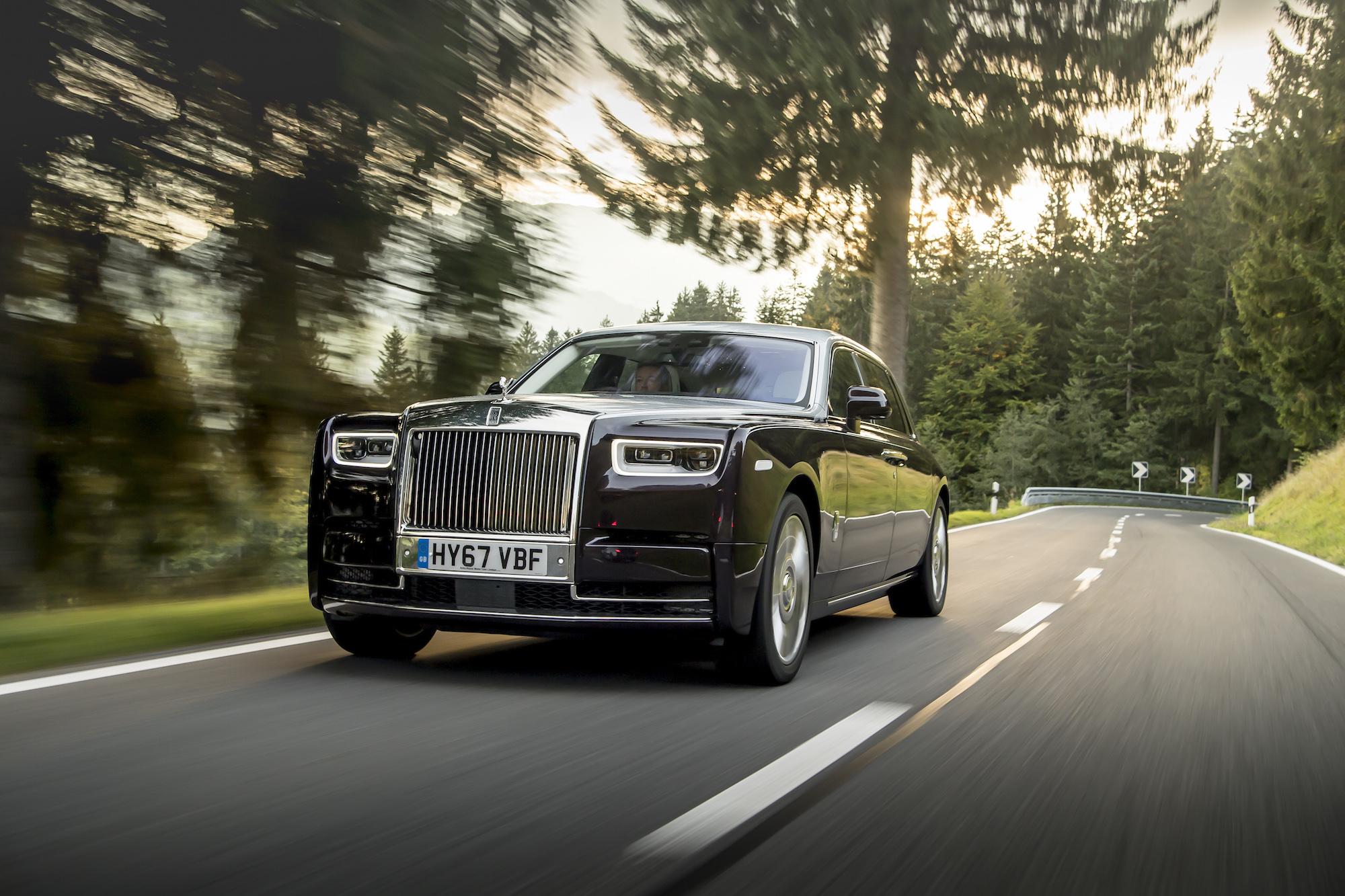 Matte Black Luxury Car Wallpaper First Look 2018 Rolls Royce Phantom Viii Canadian Auto
