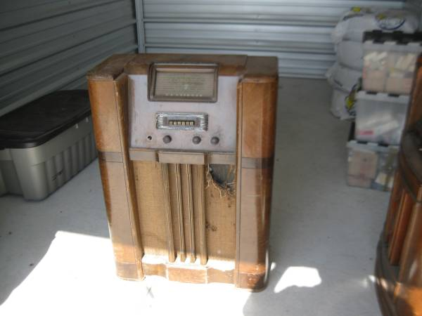Eaton Z40a75 Antique Console Radio - Canadian