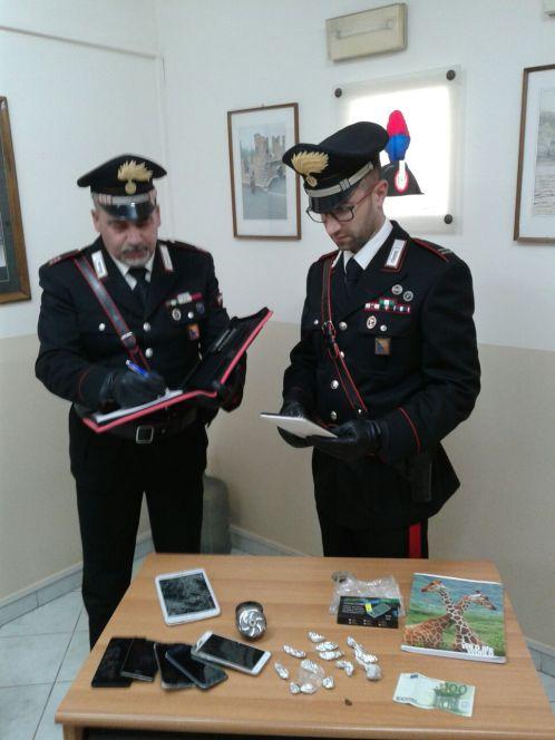 Droga i carabinieri arrestano un'intera famiglia