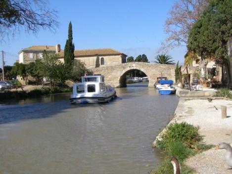 Le Somail canal du Midi canalfriends location de bateaux sans permis