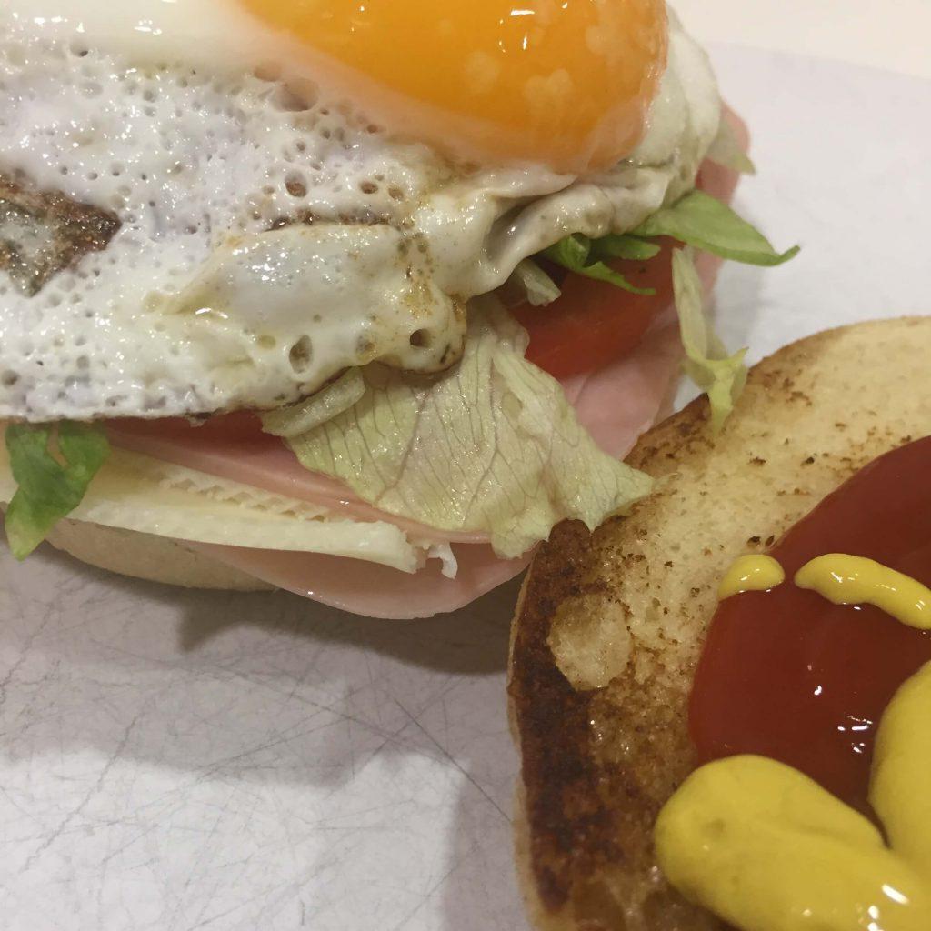 Sándwich Canalla o vegetal con huevo