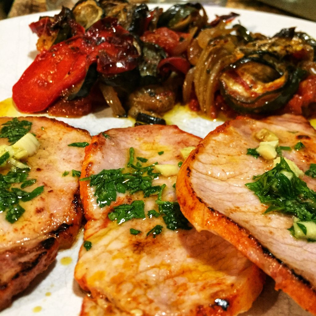 Filetes de lomo al ajillo y verduras al wok