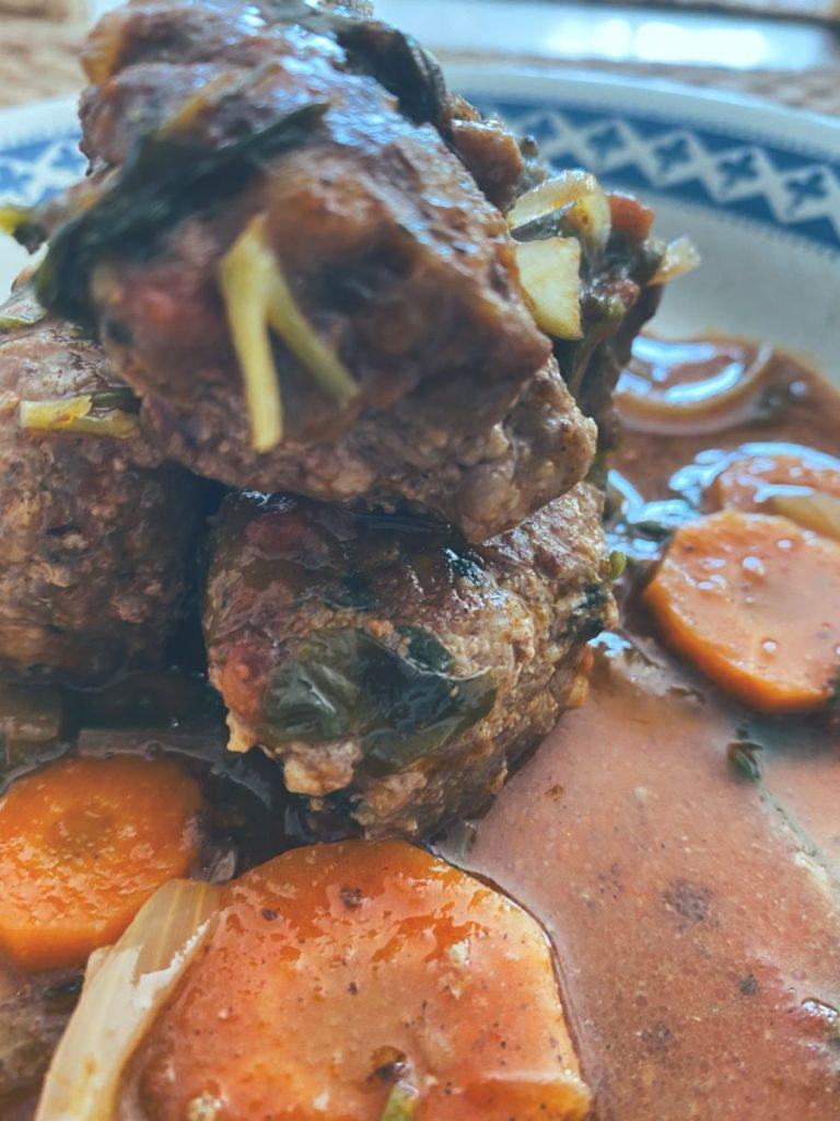 RECETAS PARA FRENAR LA CURVA: El curry rojo con albóndigas de ternera.