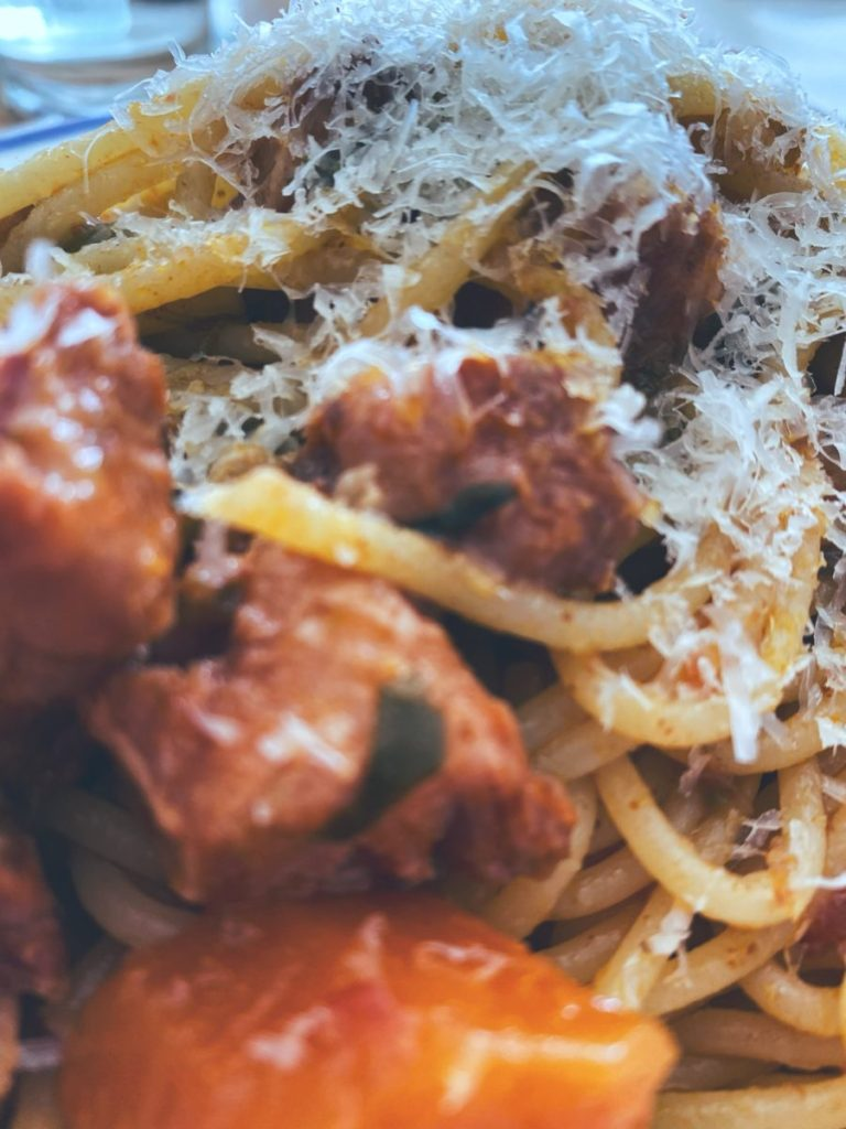 RECETAS PARA FRENAR LA CURVA: Los espaguetis con ragú de costilla ibérica.