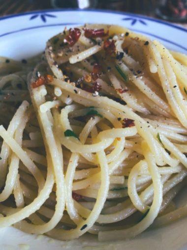 Espaguetis aglio olio e peperoncino