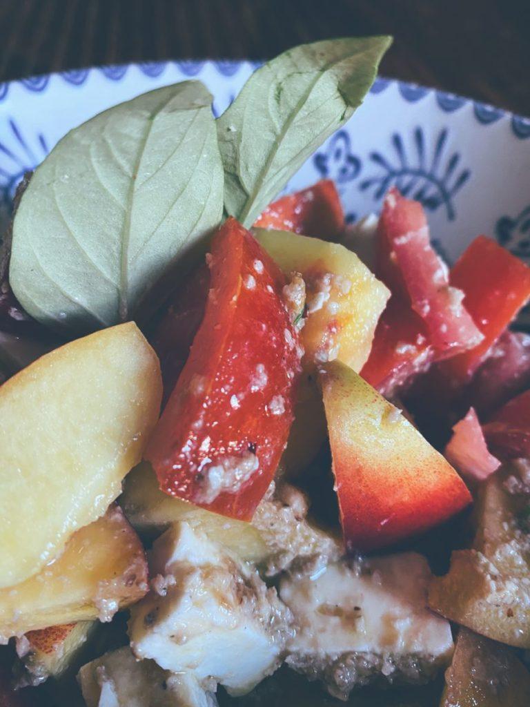 La ensalada de nectarinas y su tomate