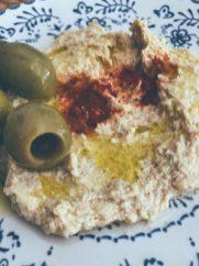 Hummus con aceitunas