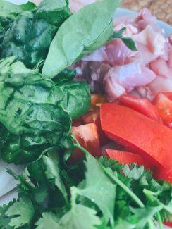 Mise en place del wok de pollo, gambas y verduras