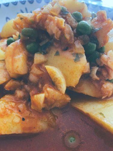 El bacalao y las patatas se lían con los guisantes