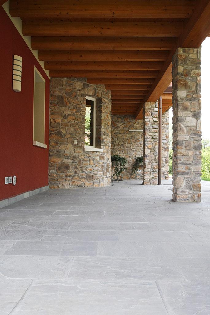 Pavimenti per esterno in Pietra naturale Porfido e Pietra