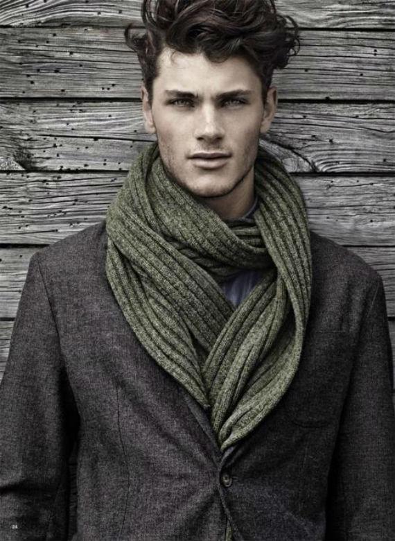 Resultado de imagem para look masculino com echarpe