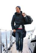 Casaco em nylon que é uma versão mais atual dos velhos casacos de pescador, protege do frio, da chuva e ainda empresta estilo ao look.