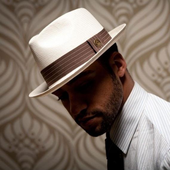 Os chapéus masculinos são acessórios pouco explorados pelo homem brasileiro  que foi excluindo a peça de seu guarda roupa nas últimas 5 ou 6 décadas. 519eb5e4739