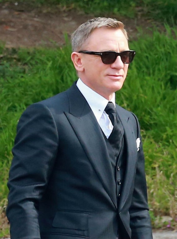 james_bond_007-daniel-craig-tom-ford-sunglasses-02