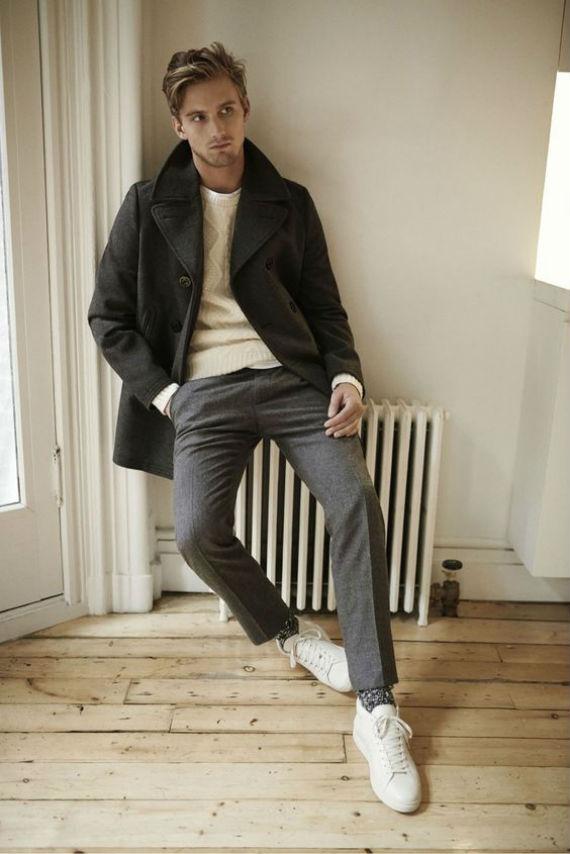 O Look Certo: Com os Destaques do Inverno - Pea Coat, Blusa Tricô, Calça Alfaiataria, Tênis Brancos