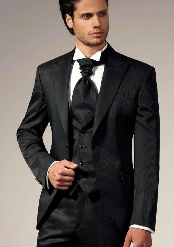 2c4cc9006c No Brasil se usa a palavra cravate para denominar a peça usada no pescoço  quando os noivos optam pela casaca ou smoking ao invés do terno  convencional.