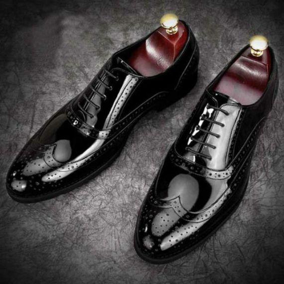 e1cb42f85 Sapatos de Couro Comum, Verniz e Camurça: Onde Usar? - Canal Masculino