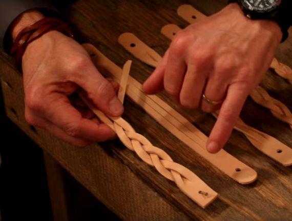 Vídeo: Faça Sua Própria Pulseira de Couro Trançado