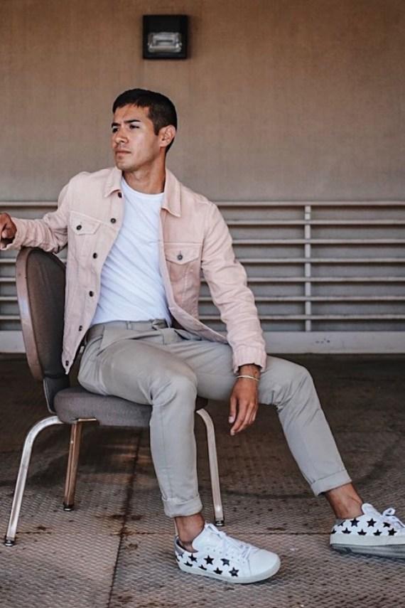 548bf076486c6 As tendências do verão 2018 na moda masculina apontam não para novidades  das últimas coleções das grandes grifes, para essas, aliás, ninguém está  dando ...