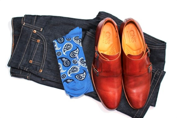 Look com meias coloridas Happy Socks, calça e sapato