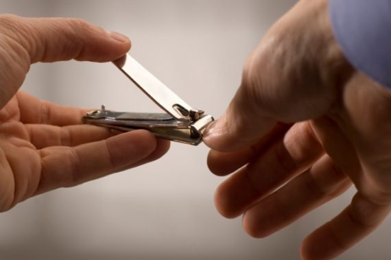 Cuidados de Grooming Para um Encontro Perfeito - Cortar as unhas