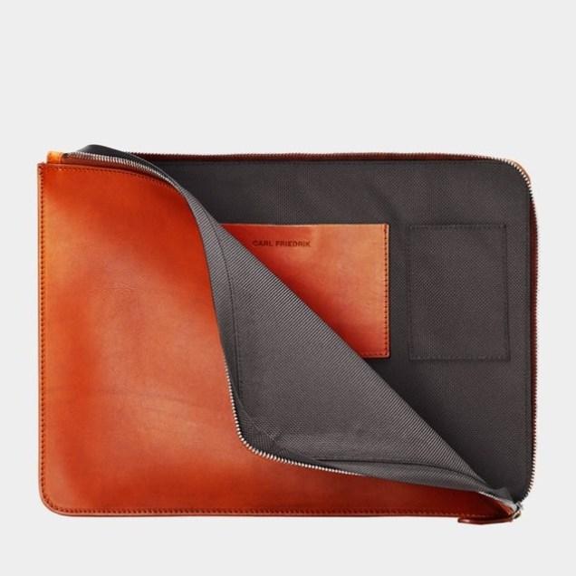 carl-friedrik-laptop-folder-cognac-grey