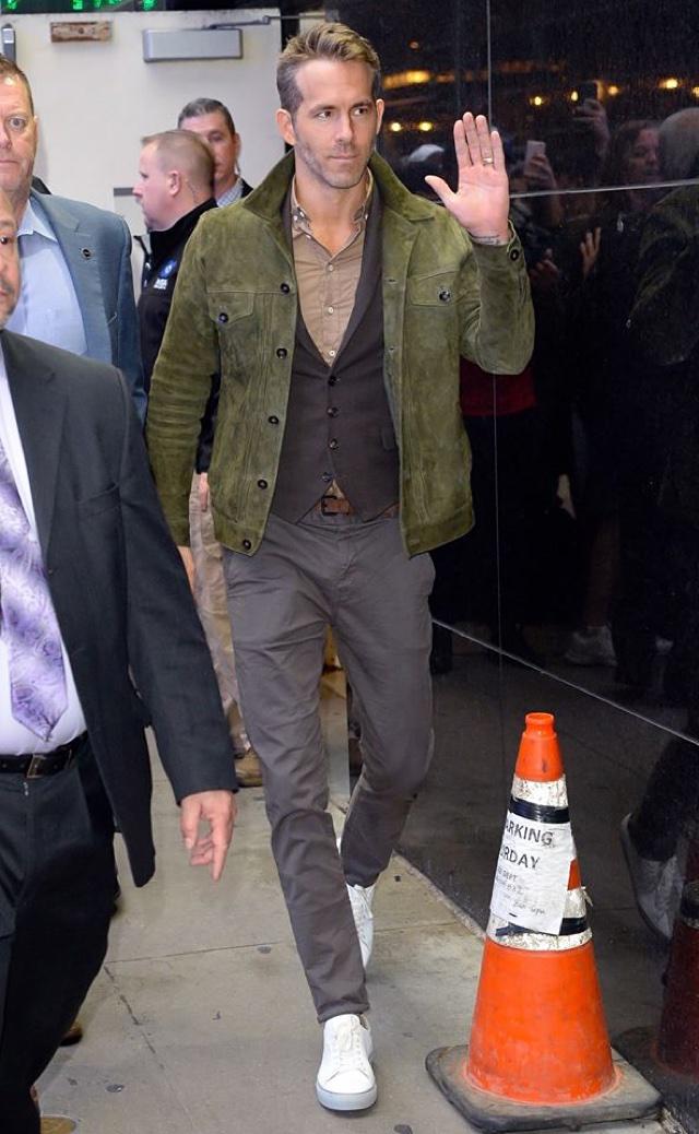 O Look Certo: Com Jaqueta de Camurça Masculina - Ryan Reynolds