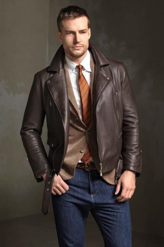 O Look Certo: Jaqueta de Couro Sobrepondo Blazer