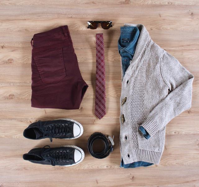 Look masculino para o inverno com cardigã com gola xale e tênis Converse All Star